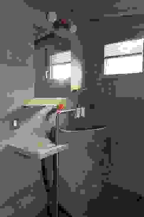Baños modernos de DF Design Moderno