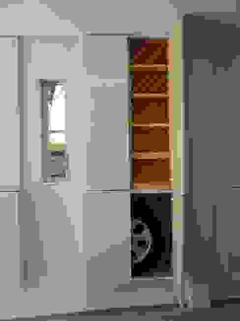 西川真悟建築設計 Garage / Hangar modernes