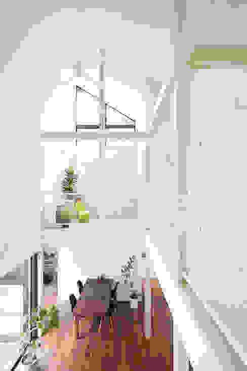 我孫子の家 モダンデザインの リビング の 白砂孝洋建築設計事務所 モダン
