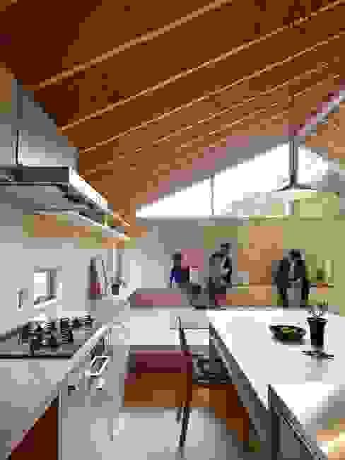 三滝の家 オリジナルデザインの キッチン の HANKURA Design オリジナル