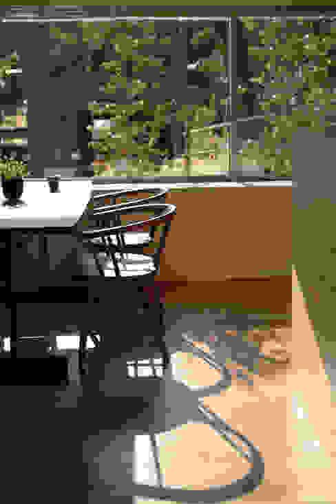 小矢部の家: 深山知子一級建築士事務所・アトリエレトノが手掛けたダイニングです。,モダン