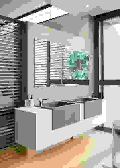 Baños de estilo  por Nico Van Der Meulen Architects , Moderno