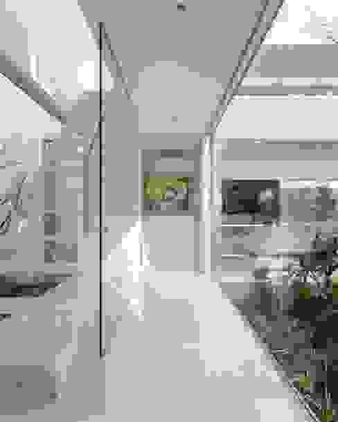 Mアーキテクツ|高級邸宅 豪邸 注文住宅 別荘建築 LUXURY HOUSES | M-architects Corredores, halls e escadas modernos