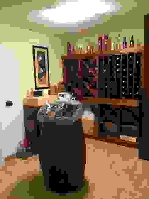 Rustic style wine cellar by Falegnameria Ferrari Rustic