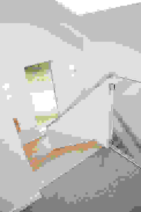 Corridor & hallway by Archstudio Architecten | Villa's en interieur