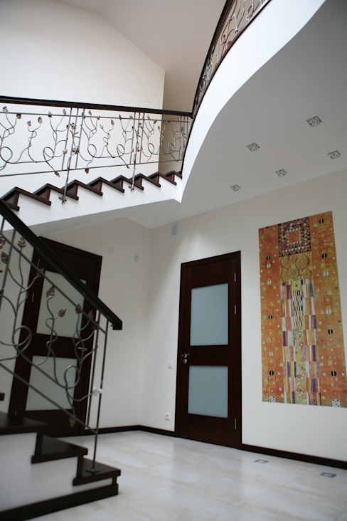 Дизайн В Стиле Pasillos, vestíbulos y escaleras de estilo ecléctico