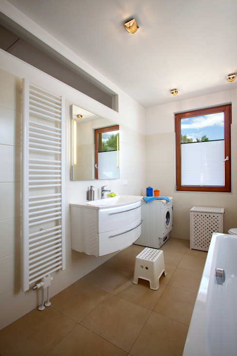 Śródziemnomorska łazienka od Massiv mein Haus aus Mauerwerk Śródziemnomorski