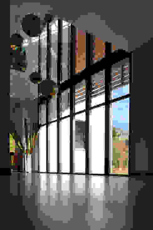 Z HOUSE Salon minimaliste par AP ARCHITECTES Minimaliste