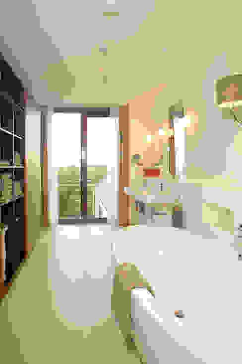 villa Loenen aan de Vecht Moderne badkamers van paul seuntjens architectuur en interieur Modern