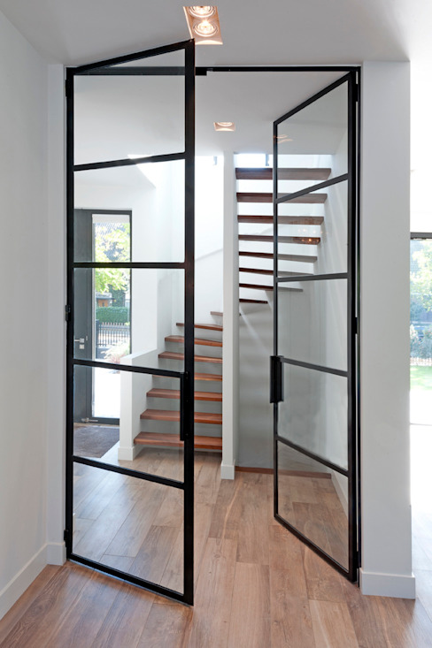Modern Corridor, Hallway and Staircase by paul seuntjens architectuur en interieur Modern