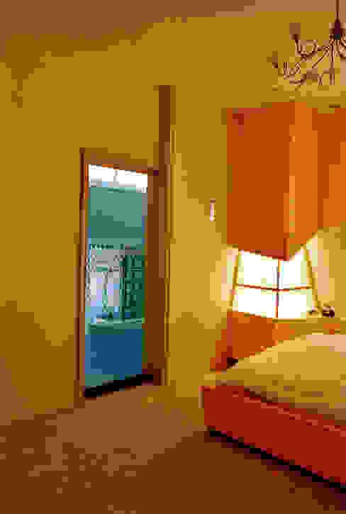 Vanuit slaapkamer naar badkamer Moderne slaapkamers van ABC-Idee Modern