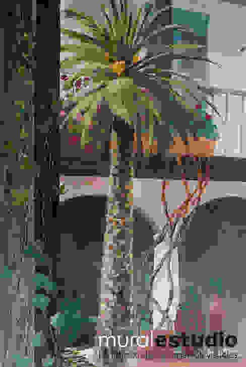 Trampantojo Patio Andaluz Balcones y terrazas de estilo rural de muralestudio Rural