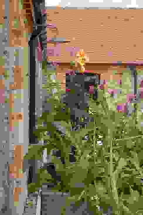 Planters Modern garden by Petherick, Urquhart & Hunt Landscape Consultancy Modern