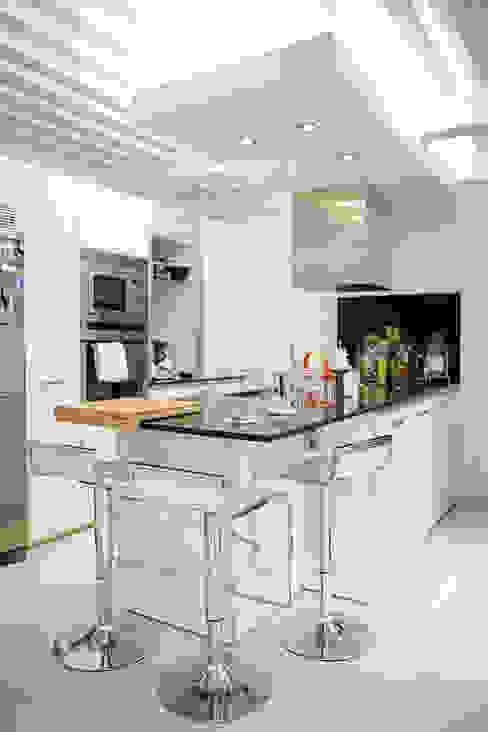 cocina Cocinas de estilo moderno de emase Moderno