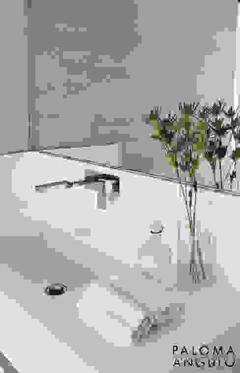 Detalle griferia y encimera de lavabo Baños modernos de homify Moderno