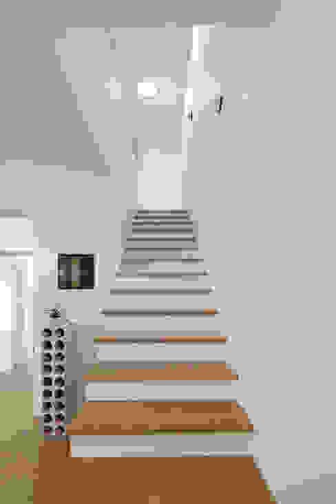 Bild 5 Moderner Flur, Diele & Treppenhaus von Massiv mein Haus aus Mauerwerk Modern