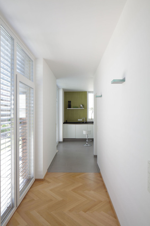 Modern Corridor, Hallway and Staircase by Massiv mein Haus aus Mauerwerk Modern