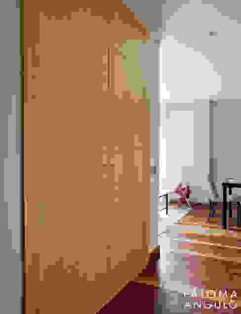 Entrada Pasillos, vestíbulos y escaleras de estilo moderno de homify Moderno