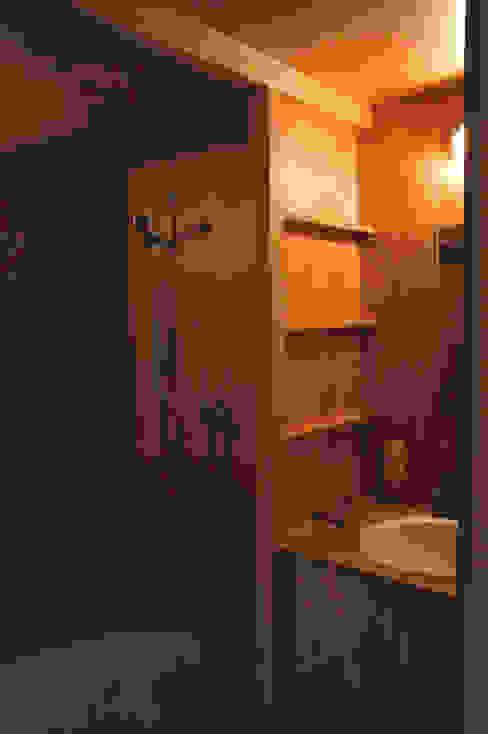 Salle de bain moderne par Pini&Sträuli Architects Moderne