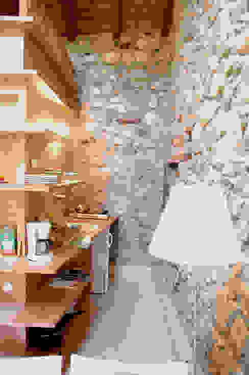 Fienile Cucina moderna di Pini&Sträuli Architects Moderno
