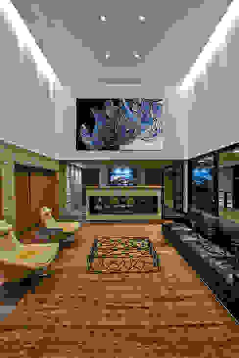 Casas modernas por João Carlos Moreira Filho & Maria Thereza Terence Moderno
