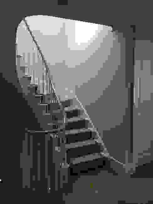 Dents Road, Staircase Pasillos, vestíbulos y escaleras de estilo clásico de BLA Architects Clásico