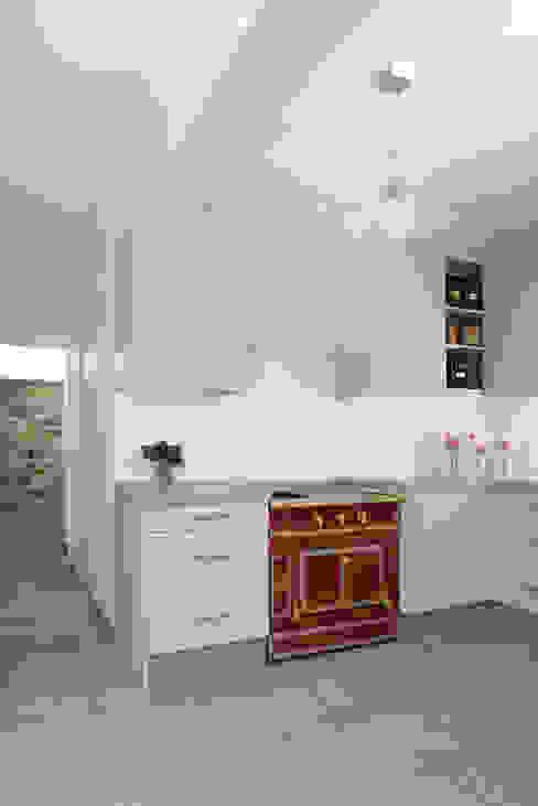 Cocinas de estilo  por MELANIE LALLEMAND ARCHITECTURES,