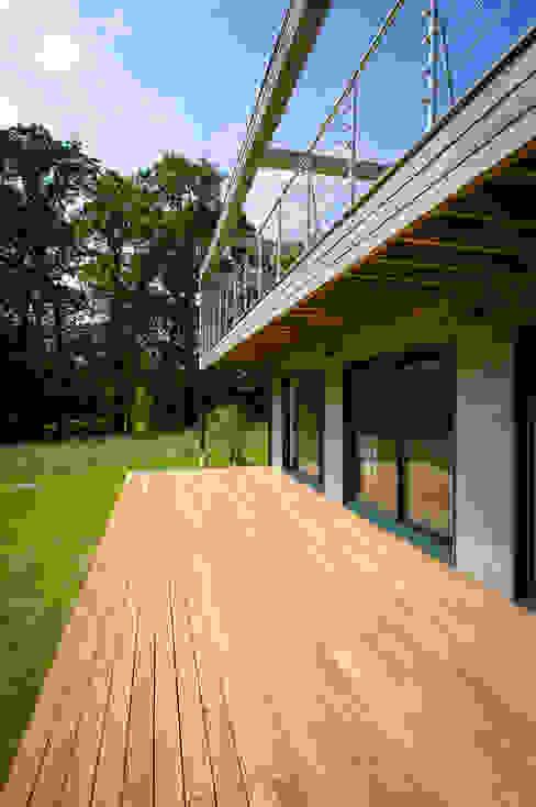 Construction d'une maison bois en Haute Normandie Maisons modernes par ANTOINE LAINE ARCHITECTURES Moderne