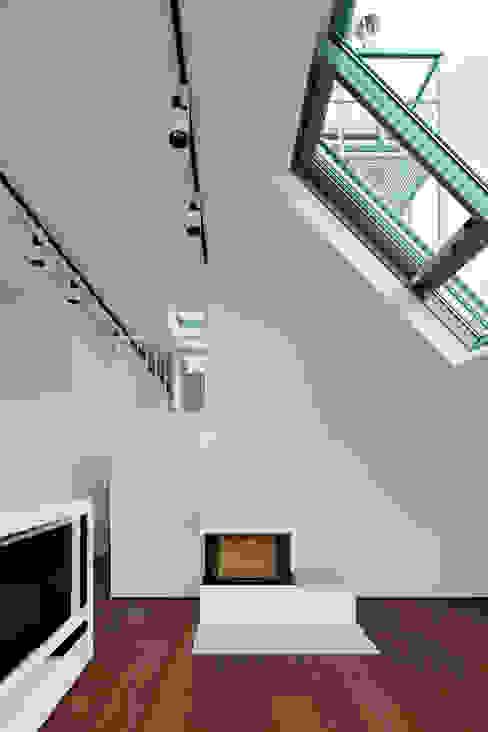 t-hoch-n Architektur의  거실, 모던