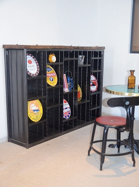 Etagère tri postal bois et métal, création Hewel mobilier par Hewel mobilier Industriel