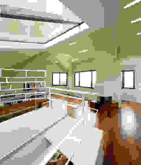 Casa promenade – vivienda unifamiliar en Caselles Estudios y despachos de estilo moderno de Miàs Architects Moderno