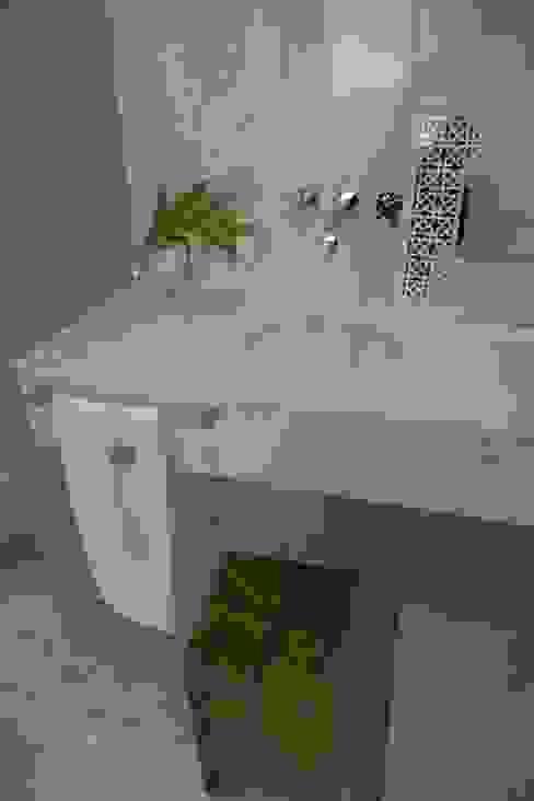 Toques muy personales en este baño Baños de estilo asiático de Laura Yerpes Estudio de Interiorismo Asiático