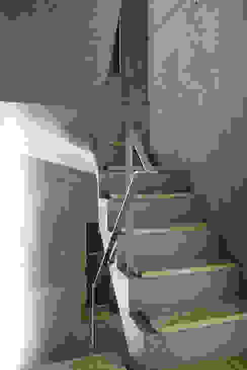 東章司建築研究所 Pasillos, vestíbulos y escaleras de estilo moderno