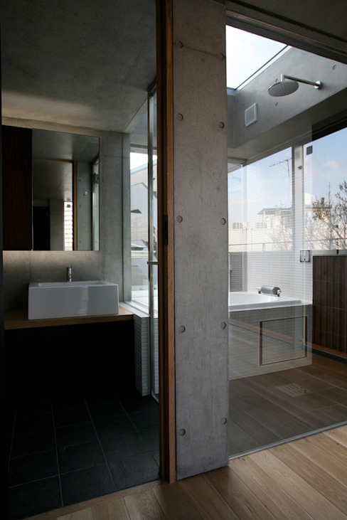 4階洗面、浴室 モダンスタイルの お風呂 の 東章司建築研究所 モダン
