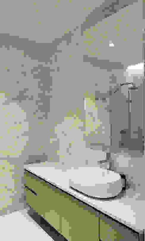 MONOBLOK DESIGN & INTERIORS Modern bathroom