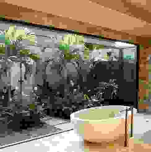 Casas de banho ecléticas por Dotto Francesco consulting Green Eclético