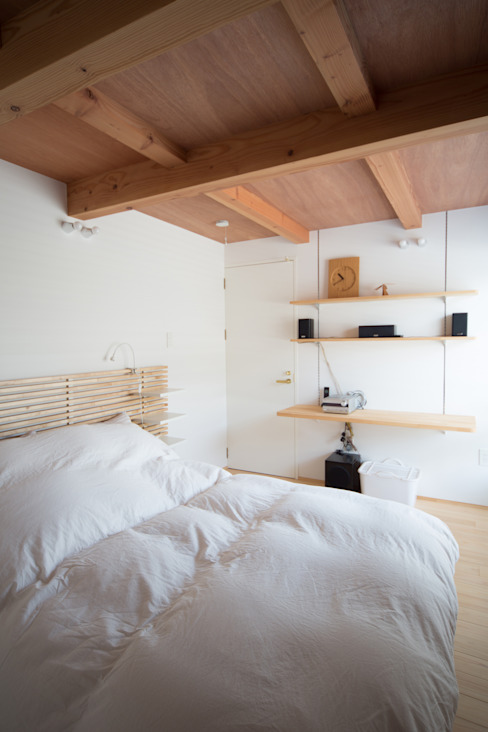 Zig Zag bed room Camera da letto in stile scandinavo di キリコ設計事務所 Scandinavo