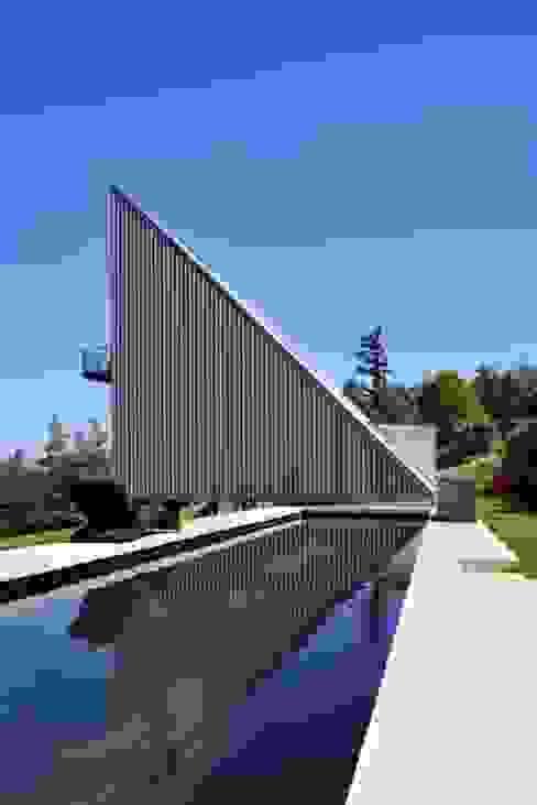 Maison triangle Maisons industrielles par barres-coquet architectes Industriel