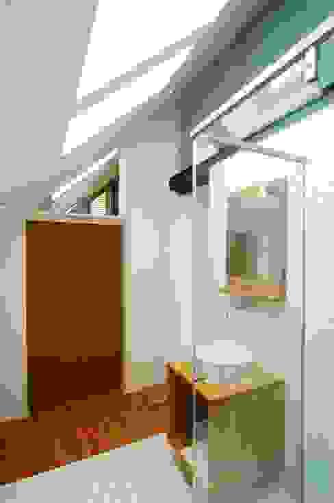 Banheiros modernos por Architekten Lenzstrasse Dreizehn Moderno
