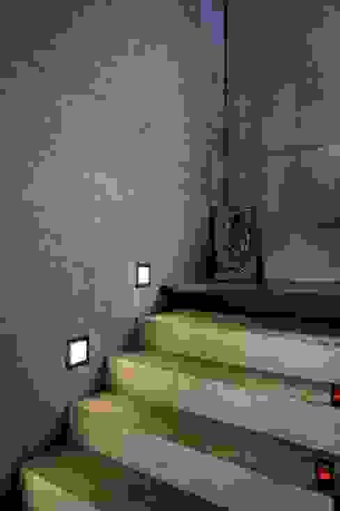 Pasillos y vestíbulos de estilo  por Architekten Lenzstrasse Dreizehn, Moderno