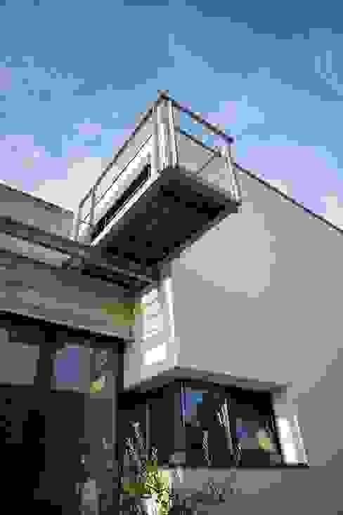 Eingang, Balkon Moderner Balkon, Veranda & Terrasse von Architekten Lenzstrasse Dreizehn Modern