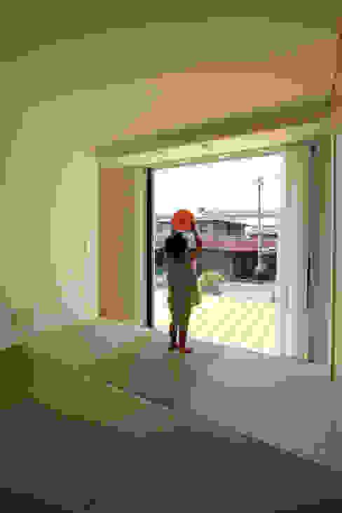 畳コーナー: ARCHIXXX眞野サトル建築デザイン室が手掛けた寝室です。,和風