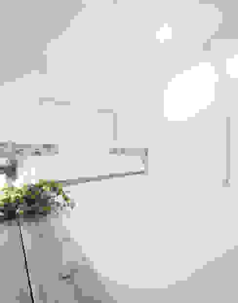 House for Installation ミニマルスタイルの 寝室 の Jun Murata   JAM ミニマル