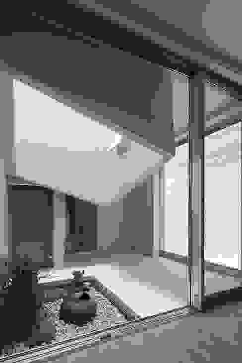ライトウェル オリジナルな 庭 の ARCHIXXX眞野サトル建築デザイン室 オリジナル