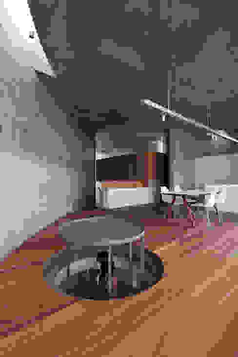 WW+ モダンデザインの リビング の arte空間研究所 モダン