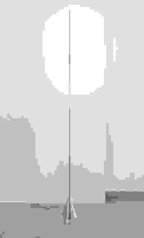 Acus Stehleuchte: modern  von betec Licht AG,Modern
