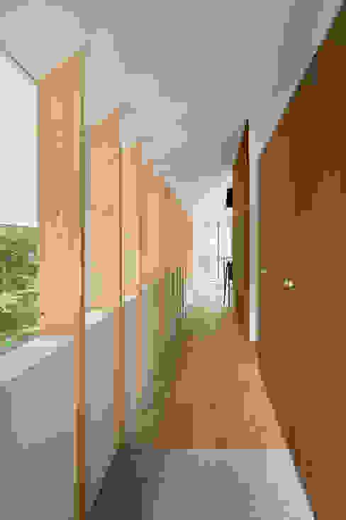 Y-House: AIDAHO Inc.が手掛けた廊下 & 玄関です。,オリジナル
