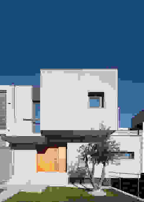 Moradia Unifamiliar Rua Geraldo Kimpell - Valbom Gondomar: Casas  por Albertina Oliveira-Arquitetura Unipessoal Lda,