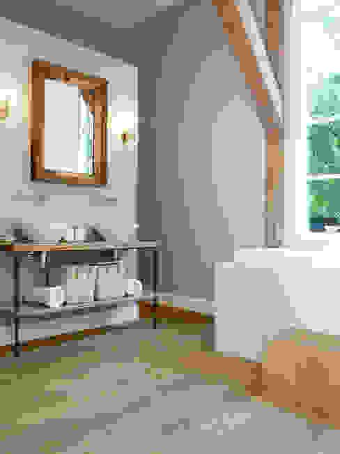 Charme badkamer:  Badkamer door Nobel flooring, Landelijk