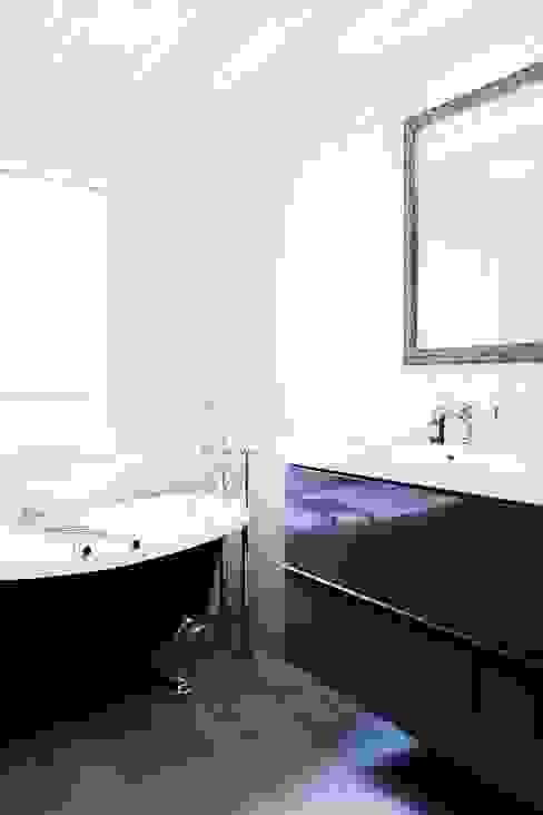 Appartement Montorgueil Paris Salle de bain moderne par Hélène de Tassigny Moderne